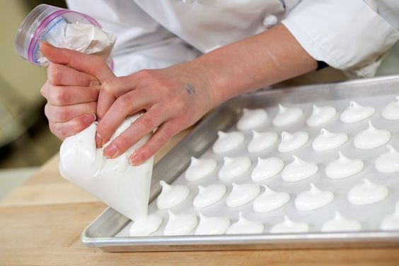 Icing? Meringues? No need to go out and buy a pastry bag this season, with our simple trick you'll be piping like a pro.