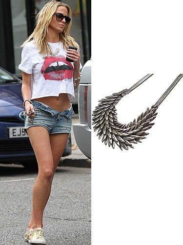 get the look sarah harding  This feather collar necklace is perfect for funking up an outfit and turning a simple shorts and t-shirt combo into a style winner.  Read more: http://www.cosmopolitan.co.uk/fashion/get-the-celebrity-look#ixzz2kEa6dlUU