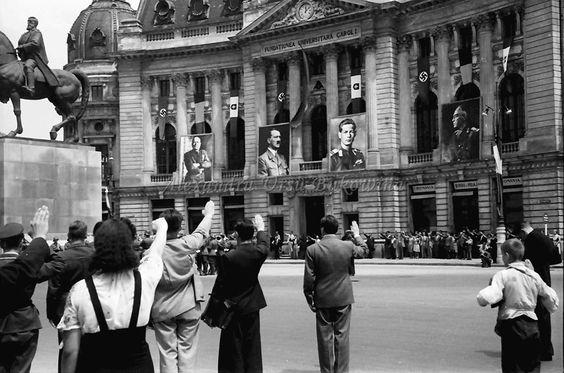 Bukarest6.Rumäniens Befreiung seiner Gebiete, Bittgottesdienst vor dem Schloss, alles kniet(Palatul Reg