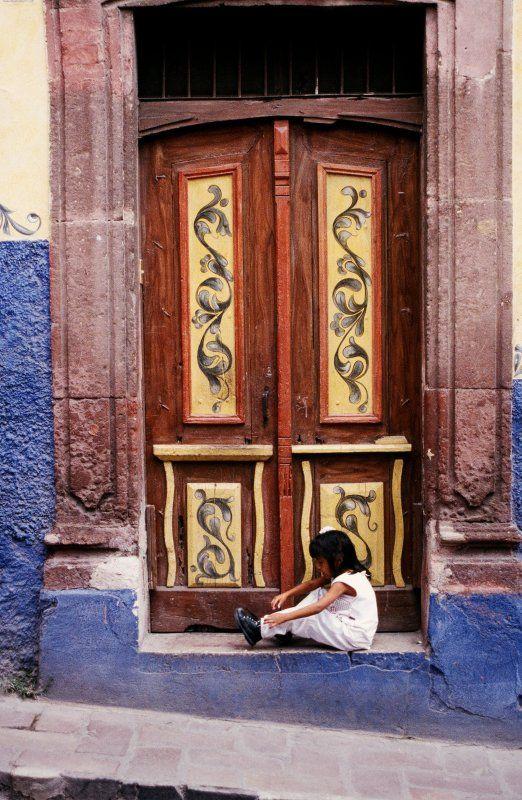 Allende Door    Guanajuato, Mexico
