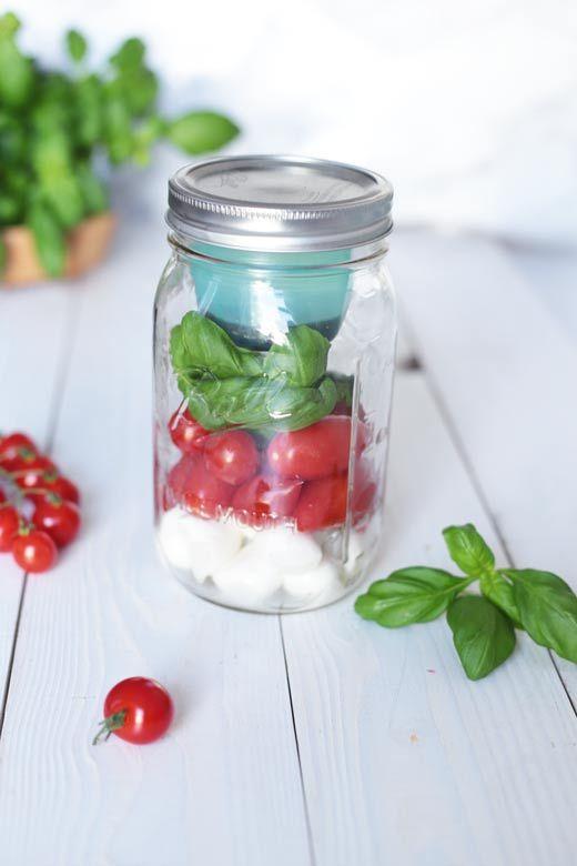 Salad in a jar! // Salat im Ball Mason Jar - das Dressing praktisch im BNTO Aufsatz! Deckel drauf und Mittagessen im Park genießen!