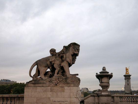 """""""Lion à l'enfant"""" de Georges Gardet (1900)_Pont Alexandre III (côté Rive droite en amont)_(8è Arrt)_Paris (France)_2014-10-24 © Hélène Ricaud-Droisy (HRD)"""
