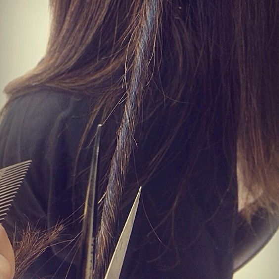 Meninas para quem não quer cortar o Comprimento do cabelo!! Existe o Corte Twist faz Limpeza no corte, eliminado as pontas duplas!!!