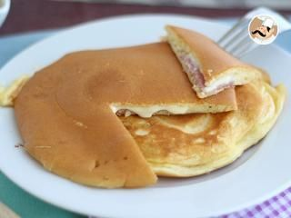 Pancakes con jamón y queso, tortitas rellenas