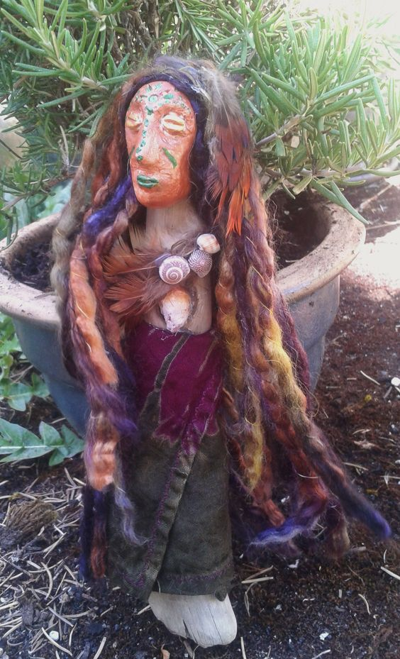 Here is my daughters first Spirit Doll.  Thank you Bronwyn (9) for sharing your Earth Mother. If you like to see more of Bronwyn's work visit her at http://inksalot.weebly.com/index.html