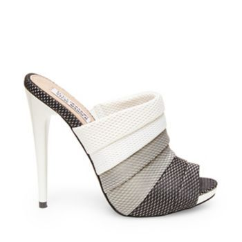 24 Elegant Mule Sandals You Should Own shoes womenshoes footwear shoestrends