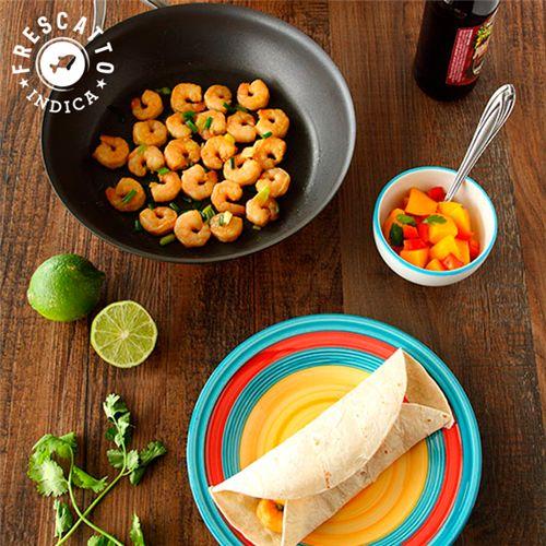 Tacos de Camarão com Molho de Manga//  P/ Camarões =   400g Camarão Cinza Descascado Eviscerado 41/50 - 1 colher de sopa de suco de limão- 2 ½  colheres de sopa de molho shoyu ½ colher de chá de alho em pó- ½ colher de chá gengibre em pó- ½ colher de chá de curry- 1 colher de sopa de açúcar mascavo-