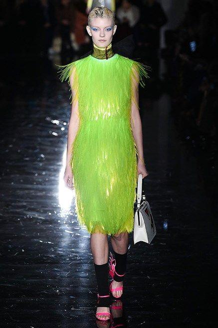 A tinte fluo! I colori moda del prossimo Autunno Inverno 2018 2019 per non passere inosservate sono questi
