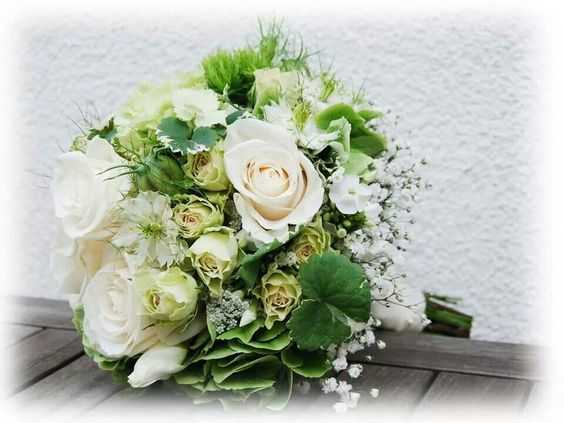 Brautstrauß grün-weiß  Dream Wedding Grün-Creme-Weiß  Pinterest