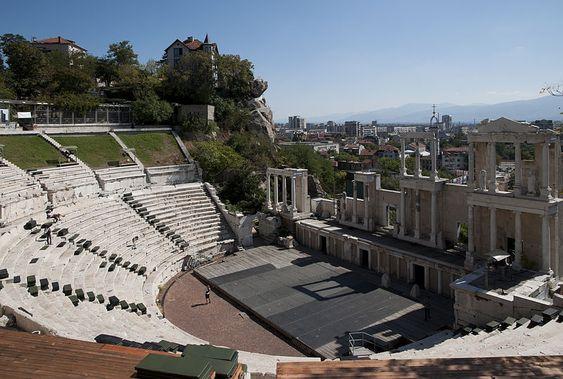 MrPanyGoff/Wikimedia Commons  Teatro romano em Plovdiv, na Bulgária; país não exige visto de brasileiros
