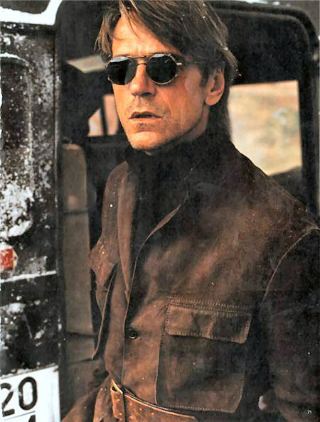 Jeremy Irons (o yih) via http://spectacle.provocateuse.com/images/spectacles/jeremy_irons_04.jpg: