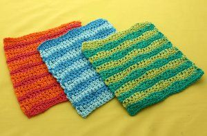 Liven up your kitchen by adding some bright colors and patterns to your decor.  This Catch a Wave Dishcloth uses single and double #crochet, so it's great for beginners and those who are looking for easy crochet projects.