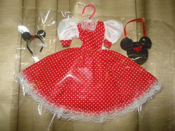 Roupas para bonecas. Neste modelo contém: Vestido, Bolsa, Tiara.  *** Serve em qualquer bonecas tipo Barbie, Susi e similares. (originais ou não) ***   BONECA NÃO INCLUSA CASO QUEIRA COM A BONECA, FAVOR INFORMAR R$ 25,00