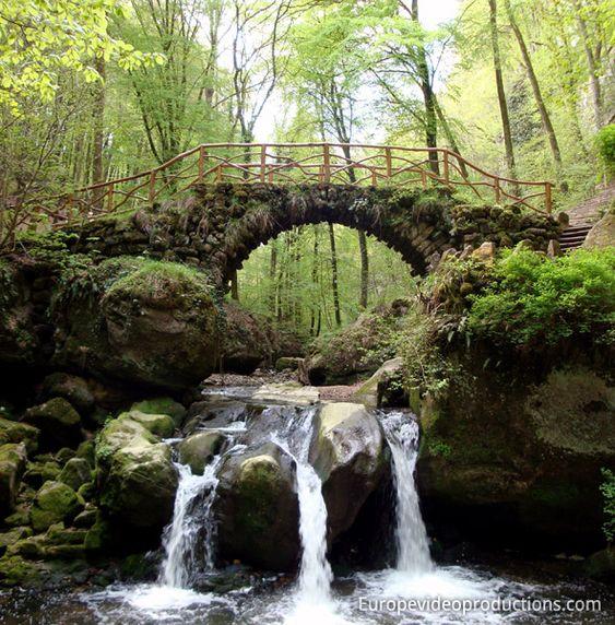 Wasserfall in der Region Müllerthal im Osten von Luxemburg