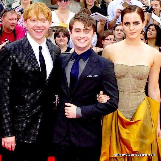 Rupert Grint Emma Watson And Daniel Radcliffe Are More Like Distant Cousins Check Daniel Radcliffe Photoshoot Photo Emma Watson Daniel Radcliffe Emma Watson