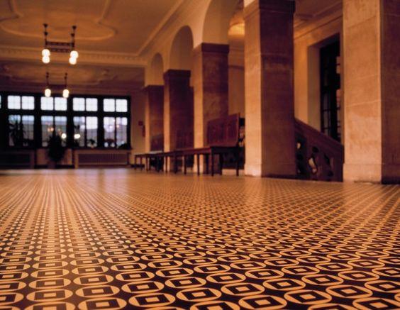 Im Bremer Rathaus liegt ein ganz besonderer Linoleumboden. #homestory #homestoryde #home #interior #design #inspiring #linoleum #floor #trends