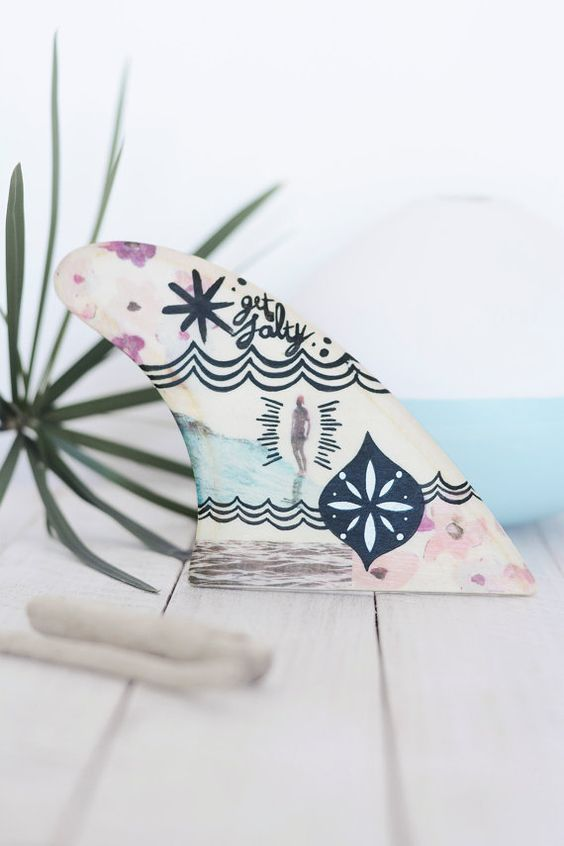 Decorated wooden surf fins: Girl | Surfen, Rosa Türkis und Surfboard