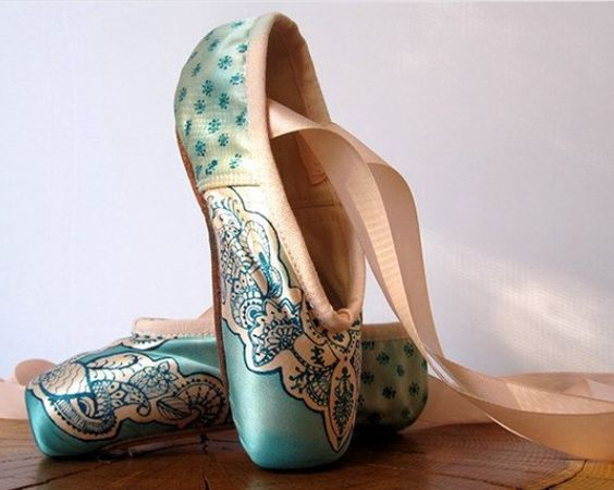 Aquamarines pointe shoes and shoe decorations on pinterest for Ballet shoes decoration