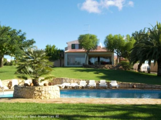 4 bedroom villa with pool in Silves, Algarve, Portugal: http://tinyurl.com/d6tmscc    Traditional property with lovely gardens throughout.  The villa is located within minutes to two golf courses and 9 kms from the beach.    http://www.portugalbestproperties.com/component/option,com_iproperty/Itemid,16/id,1212/view,property/