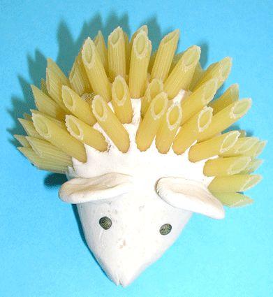 modeler un hérisson et faireses piquants en utilisant différents matériaux (nouilles, piques, graines de tournesol, pailles...)