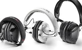 headphones with good bass .To get more information visit   http://headphones100.com/best-bass-headphones/ .