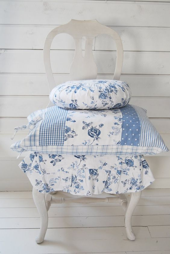Blues and whites would be the main colour scheme in my dream home.  Tranquil and gentle to look at.