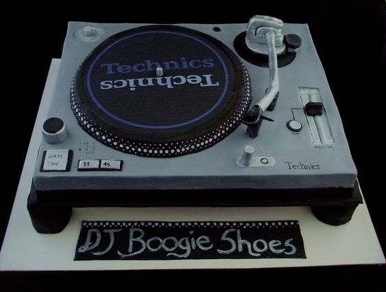 dj turntable cake by bigfatpieface, via Flickr Amazing ...
