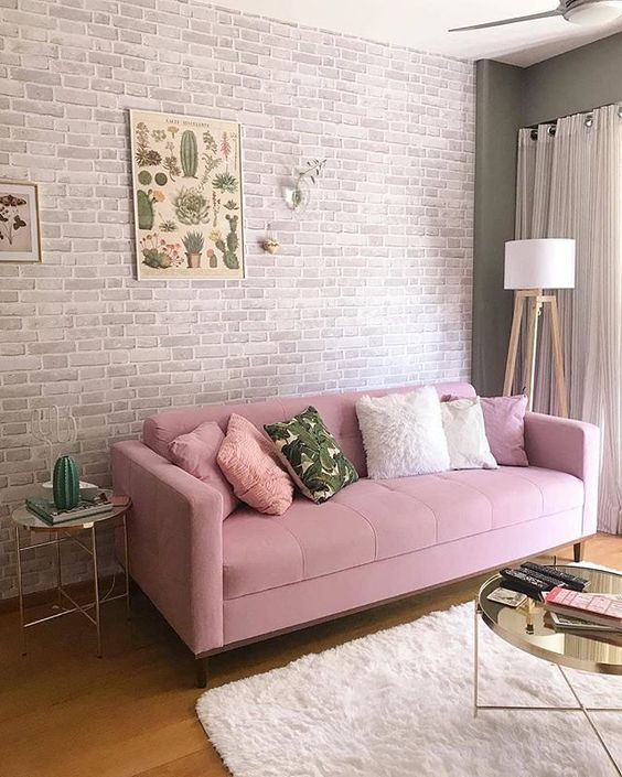 Ãinnnn... olha que lindo esse sofá 😍💕💕! Apaixonei! O tijolinho ao fundo criou uma composição linda com esse sofá ! . Me siga tambem aqui ó:…