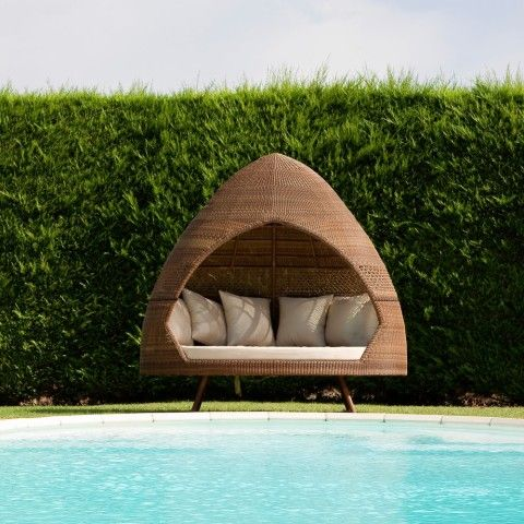 Summer hut to relax by the pool: