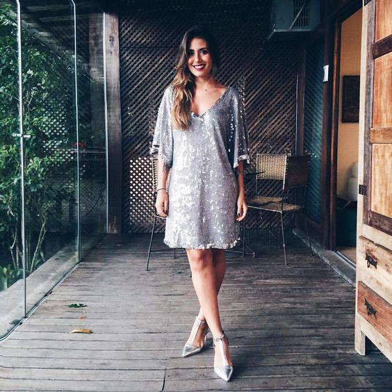 OLAR. To me achando nesse vestido. Acho que é o álcool agindo sobre minha autoestima.  #carolbeba #maslinda #cheiadeamorproprio
