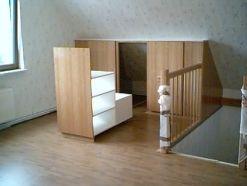Rangement pratique sous pente mes inspirations deco pinterest zolderruimtes opslag en ruimtes - Opslag voor dressing ...