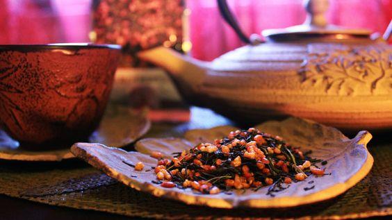 """Toda a gente sabe que o chá alimenta a alma e assim, no final do ano passado, decidi comprar um pacote de cha da """"Chá Camélia"""". Haaaa mas há imenso chá a vender nos supermercados e bla e cenas. Des…"""