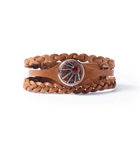 Noosa Amsterdam armband Warrior Empowerment bracelet. De Warrior Empowerment armband van NOOSAis is met de hand gemaakt. In deze armband komen drie bandjes samen. De armband kun je customizen met max. 1 NOOSA-Amsterdam Chunk.