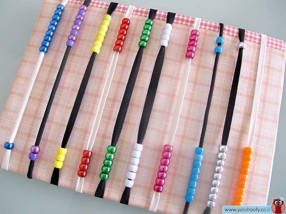 איך מכינים חשבונייה צבעונית וקלילה מחתיכת קרטון, כמה שרוכים וחרוזים? כל ההוראות בפנים!