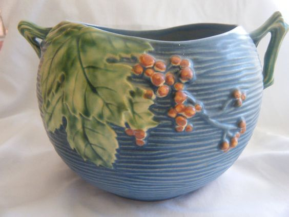 This is Roseville pottery, its fabulous!!   AZUL   FLOWERS **+