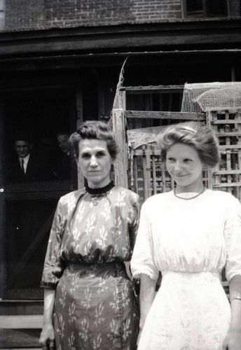 1911, mother and daughter in simple straight line dresses. Middle class. And example of nice clothing worn by second class Titanic passengers. Learn more at VintageDancer.com
