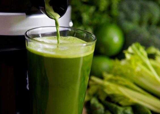Una dieta con alimentos detoxificantes ayuda a eliminar los residuos tóxicos que día a día se almacenanen nuestro organismo. La elaboración de batido