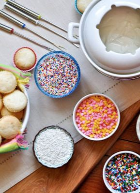 Cupcake Fondue | howsweeteats.com ~ SO CUTE! Who wouldn't love this for a birthday party, girls night OR just a fun family dessert?