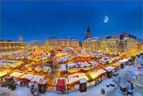 Dresden Striezelmarkt from a special position.