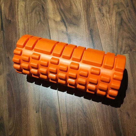 Foam roller is out the DOMS are so bad  all my upper body is in bits and even my abs I didn't even train abs!! I must of had my technique on point last night! Seriously though I can barely move my arms...ohhh what we do for gains. If I don't have massive shoulders by the weekend I'll be mad  #blogger #bodybuilding #booty #clean #healthy #health #fitfam #fitness #macros #muscles #motivation #health #healthy #protein #clean #cardio #weightlifting #weights #shred #bulk #gains #girlgains…