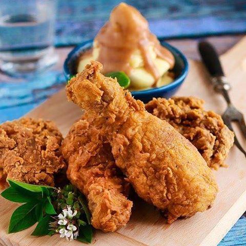 طريقة عمل دجاج بروستد مقرمش بالبيت بأسهل طريقة بدلا من شراؤه جاهز و ستحصلين على طعم مثل المطاعم و مثل دجاج كنتاكي و ألذ بتتبيلة Cooking Recipes Food Recipes