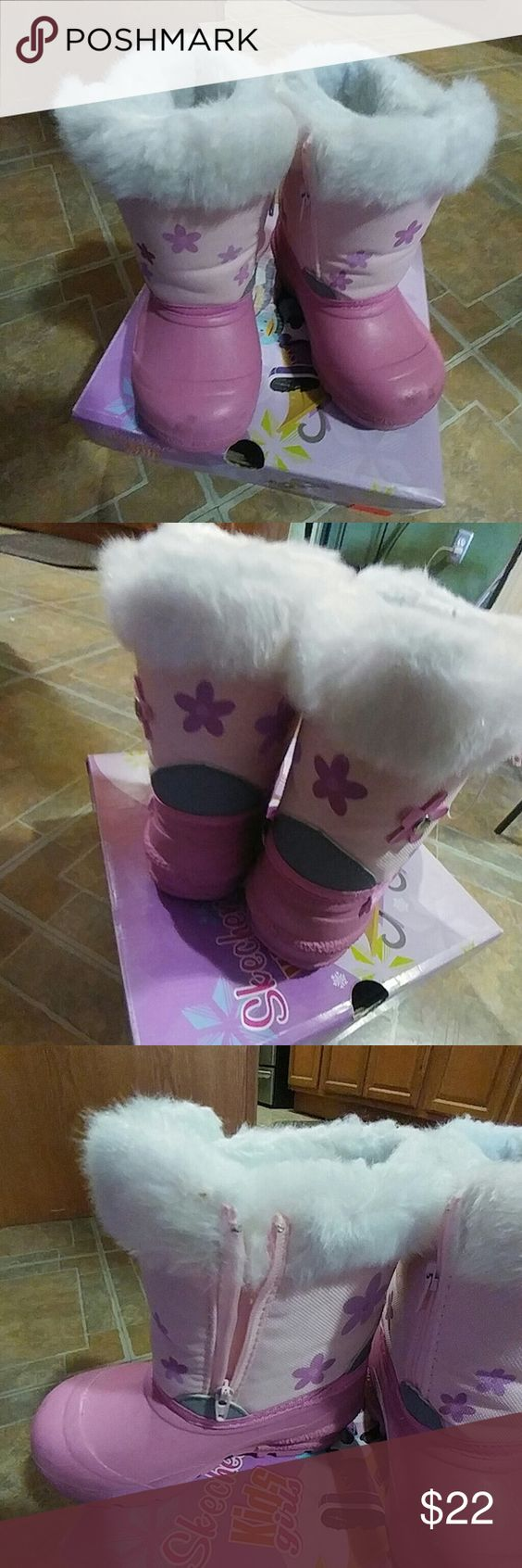 Toddler Snow Boots Skechers Pink Snow Boots..zips on sides for easy on & off..white fur all the way to the toe..fur is very clean..not dirty..little scuff on tip(pic4) very warm!!! Comes with Original Box Shoes Rain & Snow Boots