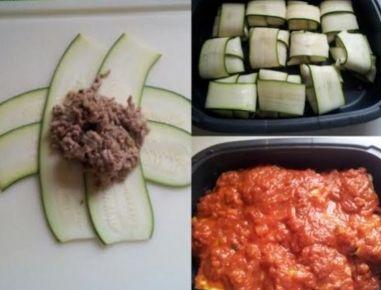 Für die Zucchini-Ravioli mit Tomatensauce Ölivenöl in einer größeren Pfanne erhitzen und die gewürfelte Zwiebel darin anschwitzen. Das Faschierte