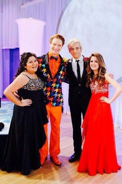 FOTO EXCLUSIVO: Austin, Ally, Dez e Trish na melhor noite de suas vidas!