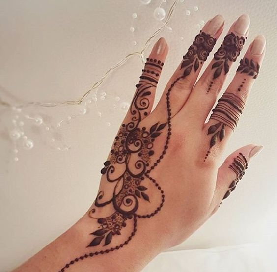 Delicate henna pattern