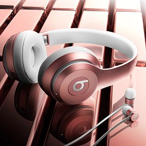 Holy cannoli, the Rose Gold Beats by Dre are gorgeous. I so want a pair of the earbuds.