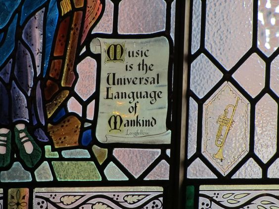 La música es el idioma universal de la humanidad.
