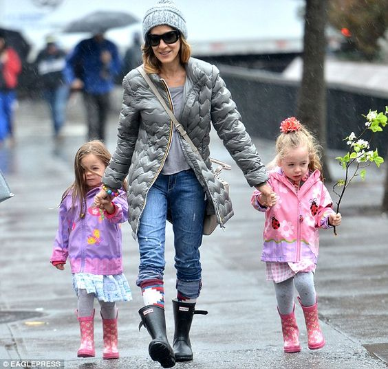 Sarah Jessica Parker wearing black Hunter wellies for a stroll in the spring rain