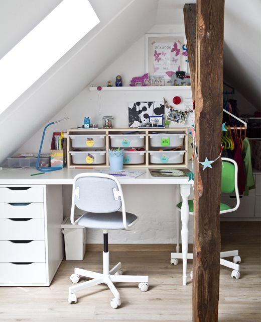 Kinder Schreibtisch Ikea.Dětský Stůl S úložnými Boxy A Dvěma židlemi Ikea List