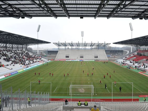 Interior Stadion Essen, Essen, Alemania. Capacidad 20.650 espectadores, Equipo local Rot-Weiss Essen.
